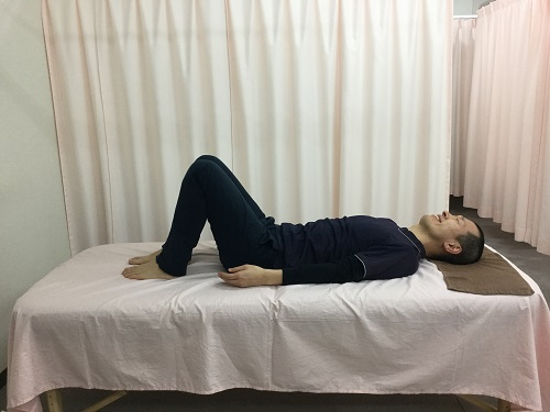 ひざ伸ばし操法1
